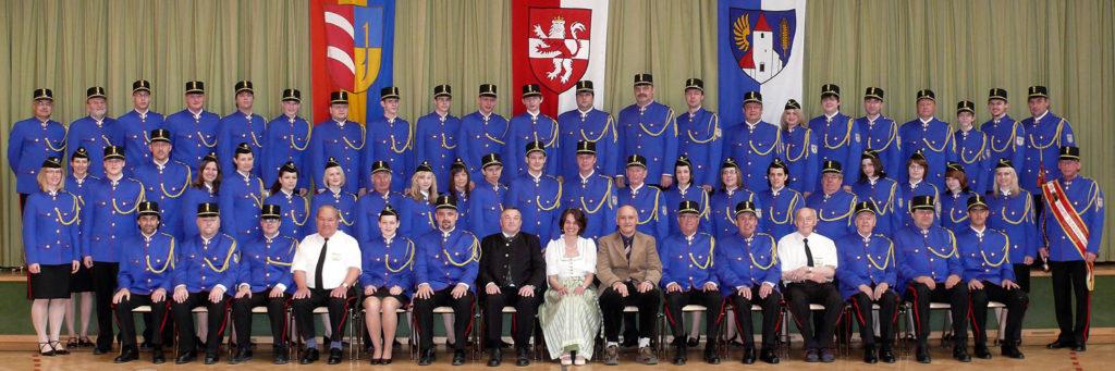 Der Musikverein mit seinen neuen Uniformen im Jubiläumsjahr 2008