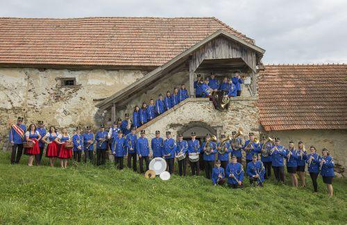 Der Musikverein im Jahr 2018 am Stanghof in Thernberg